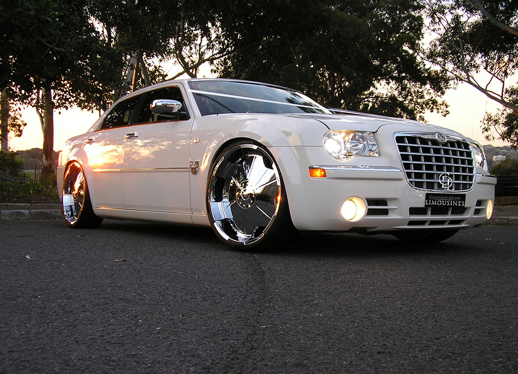chrysler 300c limo hire geelong chauffeur driven limousines. Black Bedroom Furniture Sets. Home Design Ideas